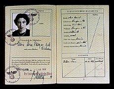"""Passaporte alemão emitido para Alice """"Sara""""..."""