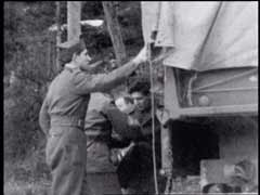 Jewish refugees cross into Italy