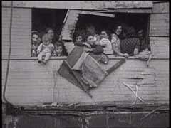 "British soldiers deport ""Exodus 1947"" pas..."