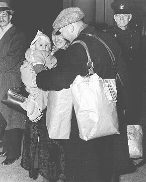Group of German-born Jewish refugees shortly before leaving Vancouver, Canada, for Australia and New Zealand. Vancouver, Canada, November 23, 1938.