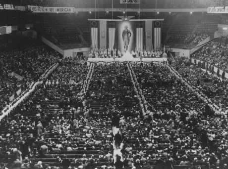 """Le """"German-American Bund"""", un parti américain pro-nazi au Madison Square Garden. New-York, Etats-Unis, 20 février 1939."""