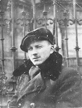 Benjamin Miedzyrzecki (Benjamin Meed), a member of the Jewish underground living in hiding on false papers, poses in Ogrod Saski (Saski Gardens) on the Aryan side of Warsaw. Poland, 1943.