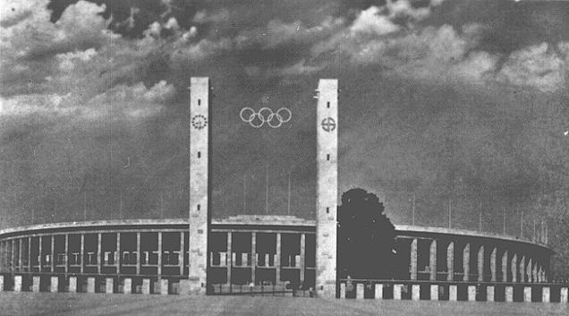 Vue du Stade Olympique, pièce maîtresse du terrain de sport du Reich à Berlin. Berlin, Allemagne, 1936.