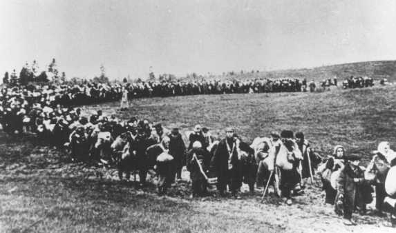A column of refugees in the Soviet Union, following the German invasion of Soviet territory on June 22, 1941. Soviet Union, between 1941 and 1944.