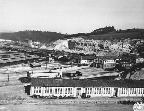 Sous-camp de Gusen, faisant partie du réseau de camps de concentration de Mauthausen. Cette photo a été prise après la libération du camp. Gusen, Autriche, mai 1945.
