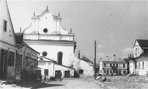 Synagogue in Slonim on river Szczana. Slonim, Poland, 1943.