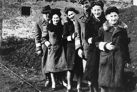 A Jewish family in the Piotrkow Trybunalski ghetto. All those pictured died in the Holocaust. Poland, 1940.