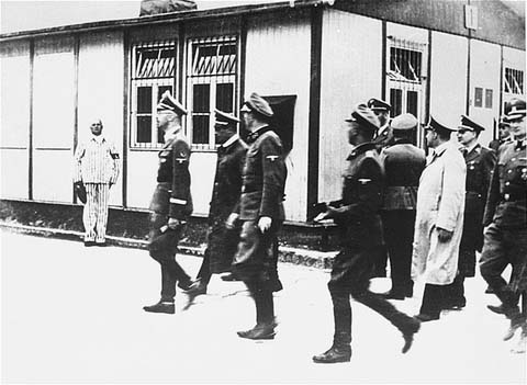 Le chef SS Heinrich Himmler en inspection au camp de concentration de Mauthausen. Autriche, 27 avril 1941.