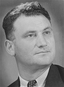 Foto ritratto di Tuvia Bielski, dopo la guerra.