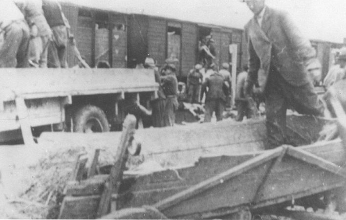 Roma (Gypsies) remove bodies from the Iasi-Calarasi death train during its stop in Tirgu-Frumos. Two trains left Iasi on June 30, 1941, bearing survivors of the pogrom that took place in Iasi on June 28-29. Hundreds of Jews died on the transports aboard crowded, unventilated freight cars in the heat of summer. Romania, July 1, 1941.