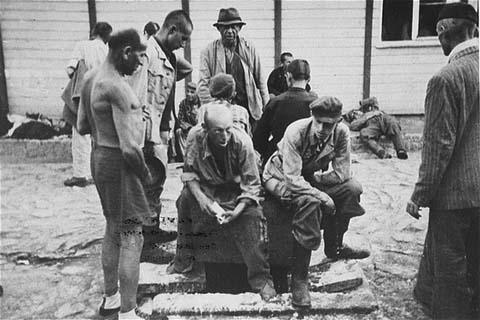 Survivants du camp de concentration de Mauthausen. Autriche, mai 1945.