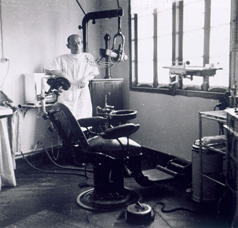 El Dr. Heinrich Mannes, odontólogo refugiado en Shanghai.
