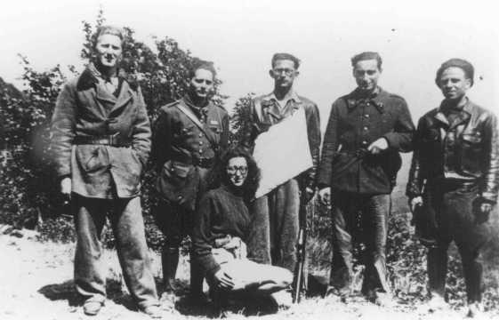 Membri di un gruppo della Resistenza Ebraica (Organisation Juive de Combat). Espinassier, Francia, durante la guerra.