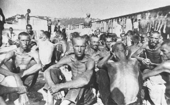 Détenus dans le camp d'internement de Sajmiste en Serbie. Zemun, Yougoslavie, pendant la guerre.