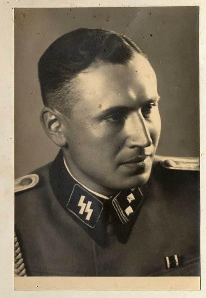 Obersturmführer Karl Höcker, el 21 de junio de 1944.
