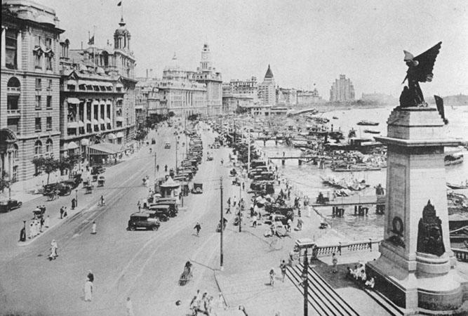 Bund, la famosa calle portuaria de Shanghai, en los años treinta.