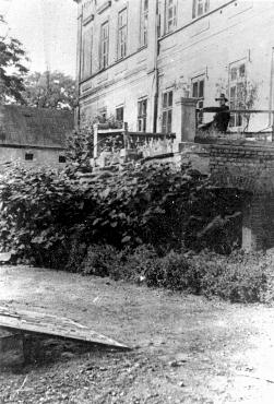 View of the manor house in Chelmno that became the site of the Chelmno killing center. Chelmno, Poland, 1939.