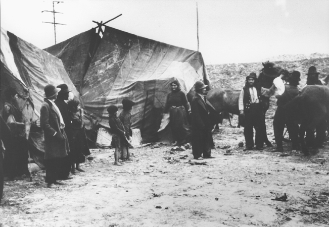 Roma (Gypsies) in front of their tents. Romania, 1936-1940. (Bundesarchiv inventory number 146-2001-16-20A.)