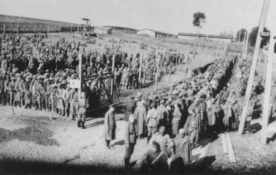 Germans guard prisoners in the Rovno camp for Soviet prisoners of war. Rovno, Poland, after June 22, 1941.