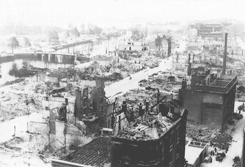 Vista de Rotterdam después del bombardeo alemán en mayo de 1940. Rotterdam, Países Bajos, 1940.