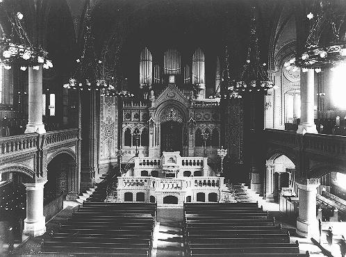 Vista interior de la sinagoga sefardí ubicada en Luetzowstrasse. Berlín, Alemania, antes de noviembre de 1938.