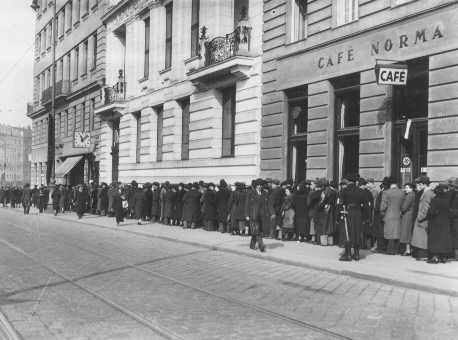 Jews wait at Polish Consulate for entrance visas to Poland after Germany's annexation of Austria. Vienna, April 1938.