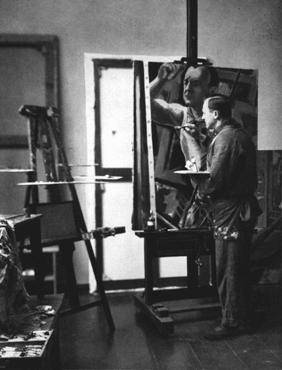 Georg Grosz - artista satirico e pittore comunista - fotografato nel suo studio a Berlino. Grosz fuggì dalla Germania poco dopo la presa del potere da parte dei Nazisti, nel 1933, e fu uno dei primi ai quali il regime tolse la cittadinanza tedesca. Berlino, Germania, 1929.