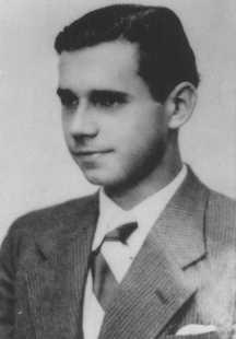 ویلهلم کوسروف، یکی از اعضای آلمانی فرقه مذهبی شاهدان یهوه که به دست نازی ها تیرباران شد. آلمان، حدود 1940.