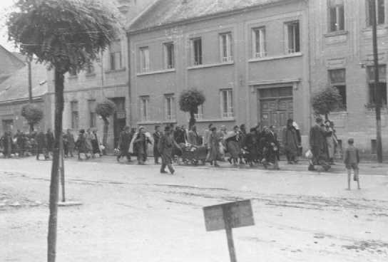Déportation de Juifs. Koszeg, Hongrie, 1944.