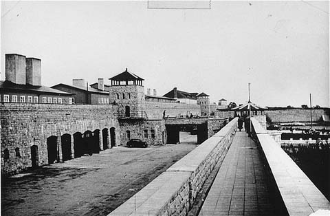 Vue du camp de concentration de Mauthausen. Cette photo a été prise après la libération du camp. Autriche, du 5 au 30 mai 1945.