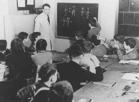 Training for emigration to Palestine: a math class at the Caputh Agricultural School. Berlin, Germany, between 1930 and 1939.
