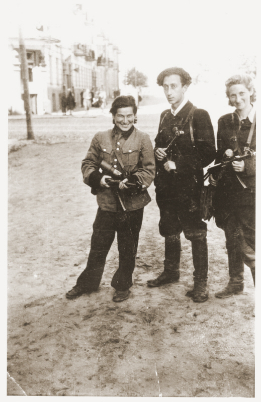 Jewish partisans Rozka Korczak (left), Abba Kovner, and Vitka Kempner in Vilna after the city was liberated. Vilna, July 1944.