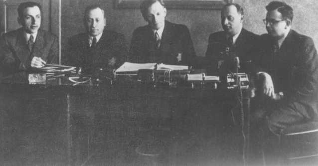 A meeting of the Kovno ghetto Jewish council. Chairman Elchanan Elkes sits at the center. Kovno, Lithuania, 1943.