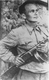 Shmerke Kaczerginski, a Jewish partisan in the Vilna area. 1944–1945.