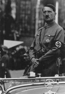 Adolf Hitler. Lieu et date incertains.