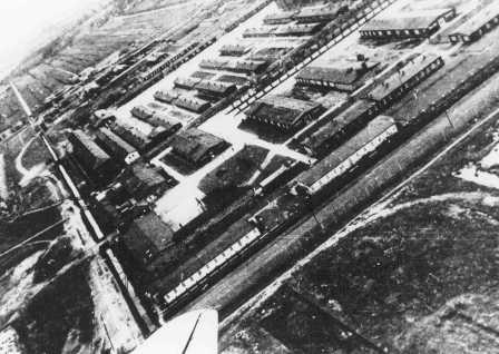 Vue aérienne du camp de concentration de Neuengamme. Allemagne, date incertaine.
