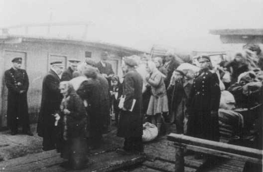 Deportación de judíos por parte de las autoridades búlgaras. Lom, Bulgaria, marzo de 1943.