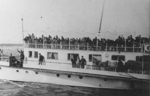 Thracian Jews crowd the upper deck of a deportation ship as it leaves the port of Lom. They were transported along the Danube River to Vienna and then by rail to the Treblinka killing center. Lom, Bulgaria, March 1943.