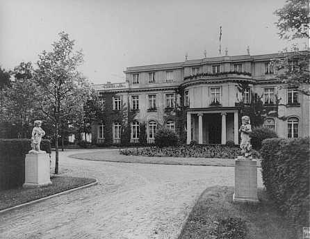 """Sede de la Conferencia de Wannsee de enero de 1942, convocada por el jefe de la Oficina Principal de Seguridad del Reich Reinhard Heydrich, sobre la """"Solución final al problema judío"""". Wannsee, Alemania, fecha incierta."""