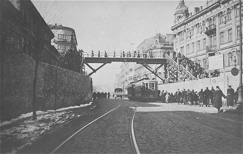 Footbridge over Chlodna Street, connecting two parts of the Warsaw ghetto. The street below was not part of the ghetto. Warsaw, Poland, date uncertain.