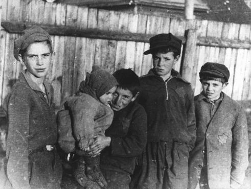 A group of children in the Kovno ghetto. Kovno, Lithuania, between 1941 and 1943.