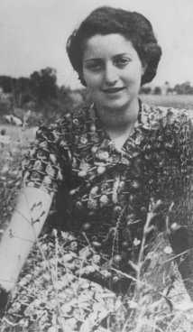 La parachutiste juive Hannah Szenes au Kibboutz Sdot-Yam, une implantation communale agricole. Palestine, 1942.