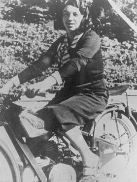 Jewish parachutist Haviva Reik, before her emigration to Palestine. Banska Bystrica, Czechoslovakia, 1934.