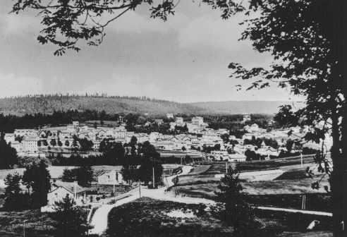 Vista de Le Chambon, donde la mayoría de la población protestante del pueblo ocultaba a los judíos de los nazis. Le Chambon-sur-Lignon, Francia, fecha incierta.