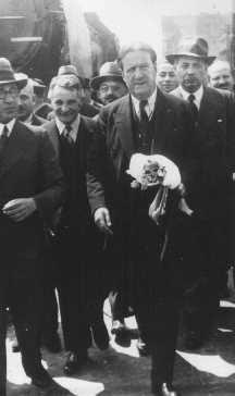 Le président du Congrès juif américain Stephen S. Wise (au centre à droite), avec Dr Ignacy Schiper (à l'extrème gauche), un sioniste polonais. Varsovie, Pologne, 1936.