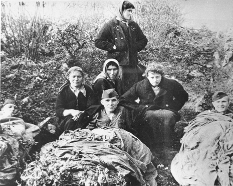Yugoslav partisans with Jewish parachutists from Palestine. Yugoslavia, 1944.