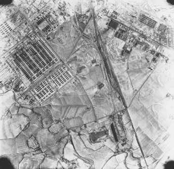 Fotografia aérea de Auschwitz II (Birkenau). Polônia, 21 de dezembro de 1944.