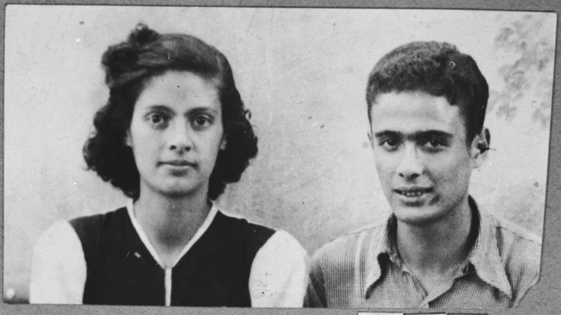 Portrait of Victoria and Isak Assael, the daughter and son of Shabetai Assael. They were students and lived at Sremska 9 in Bitola.