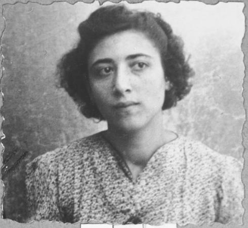 Portrait of Palomba Kalderon, daughter of Mushon Kalderon. She was a student and lived at Dalmatinska 65 in Bitola.