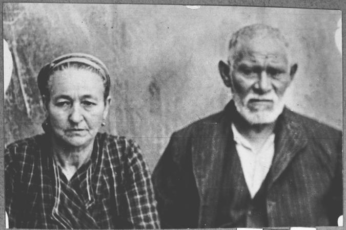 Portrait of David Kamchi, son of Masliach Kamchi, and his wife Sara. They lived at Gostivarska 3 in Bitola.